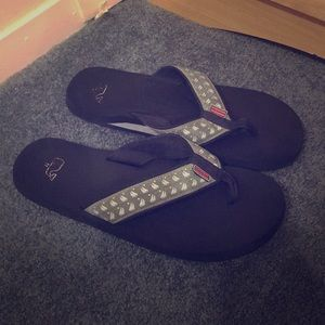 Used vineyard vines flip flops